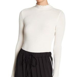 Abound Lettuce Edged Knit Top White Size XXL